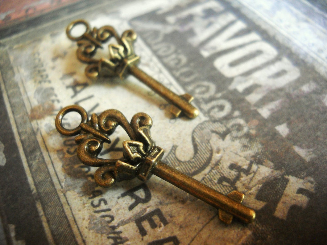 Skeleton Keys Antiqued Bronze Key Charms Key Pendants Bronze Keys Crown Keys Queen Keys 37mm 10 pcs Old Fashioned Keys
