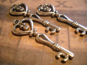 Skeleton Key Pendants Key Charms Antiqued Silver Heart Keys Wedding Keys Silver Keys Steampunk Keys 10 pieces SAMPLE