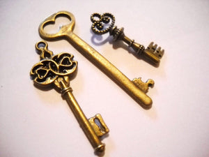 Bulk Skeleton Keys Bronze Key Pendants Key Charms Assorted Keys Steampunk Keys Old Fashioned Keys Key Pendants 15 pieces