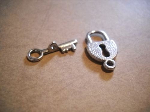 Toggle Clasps Lock Toggle Clasps Key and Key Hole Clasps Steampunk Findings Antiqued Silver Clasps T Clasps 5 sets