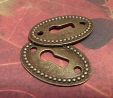 Load image into Gallery viewer, Key Hole Connector Keyhole Pendants Antiqued Bronze Oval Keyhole Connectors Steampunk Keyholes 4 pieces Keyhole Links