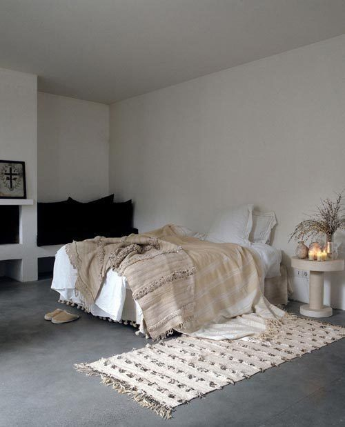 moroccan rugs and handira in bedroom benisouk