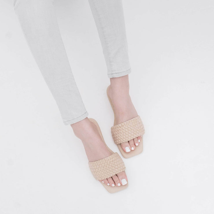 B1G2 Colly Nude Suede