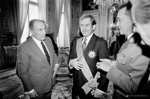 03/19/90 – Vaclav Havel receives the Grand Croix de la Legion d'Honneur from Francois Mitterrand
