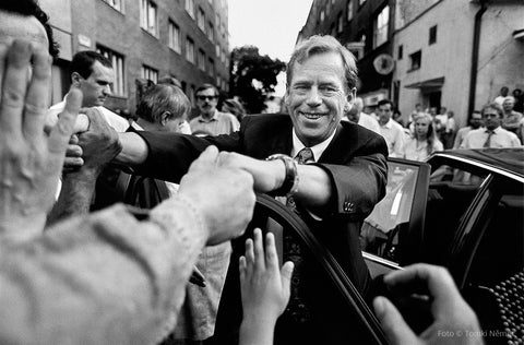 07/01/92 – Bratislava - Vaclav Havel greeting the public during his last official stay in Bratislava