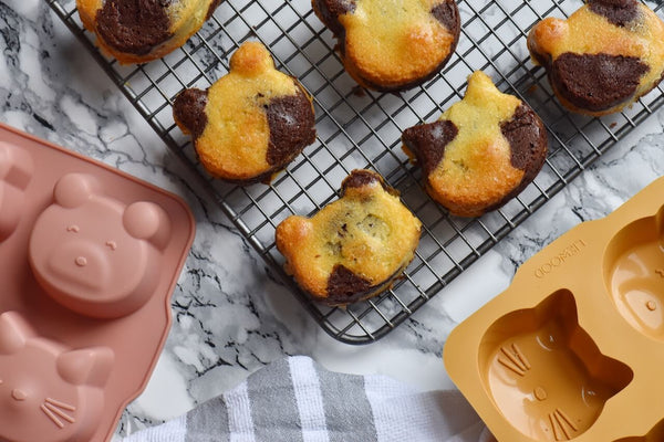 Baking with kids - Liewood cake moulds and marble cupcakes