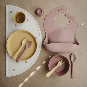 Mushie Silicone Bib in Dusty Rose