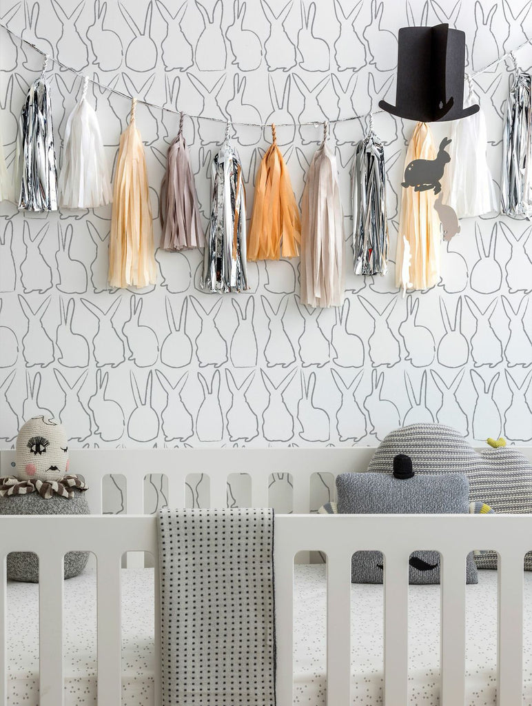 Sissy & Marley Wallpaper | Hop in Silver