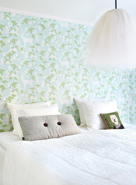 Majvillan Wallpaper Apple Garden in Turquoise.