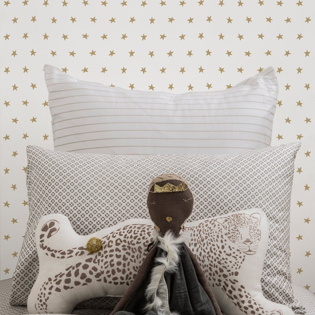 Twinkle Wallpaper in Gold | Sissy & Marley
