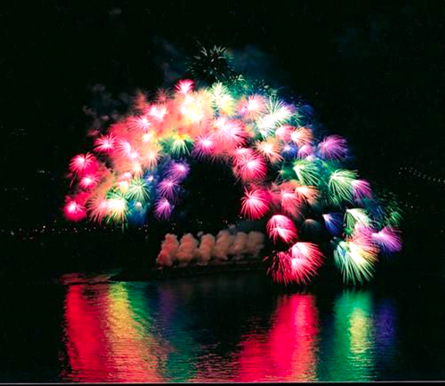 How Do Professionals Make The Colours In Fireworks?