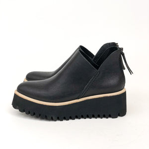 All Black - Flatform Tread Shootie