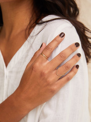 Able - Twisted Double V Ring (Gold)