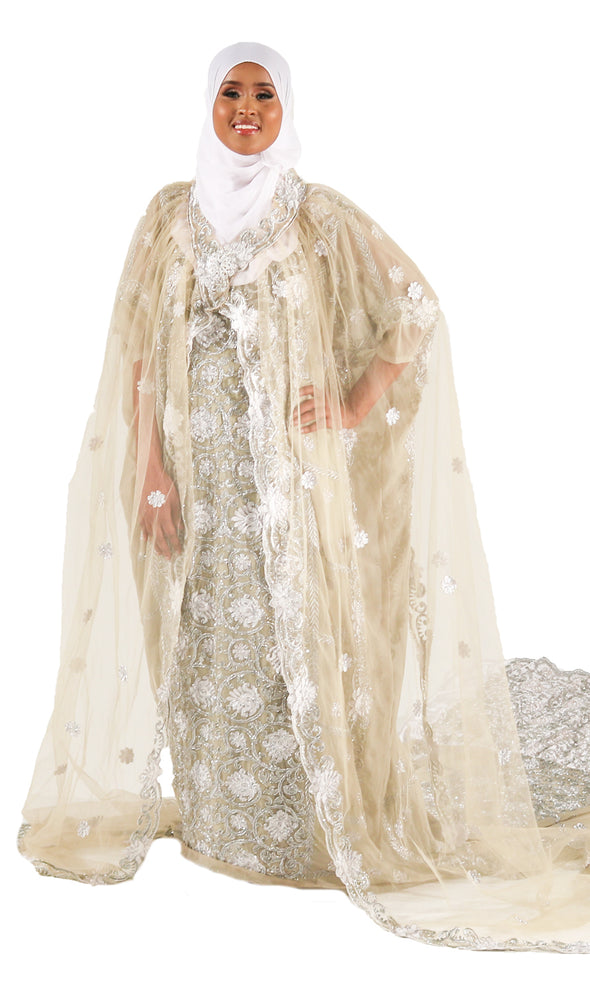 Beautiful Bridal Dress with a stunning Cloak - Xarrago