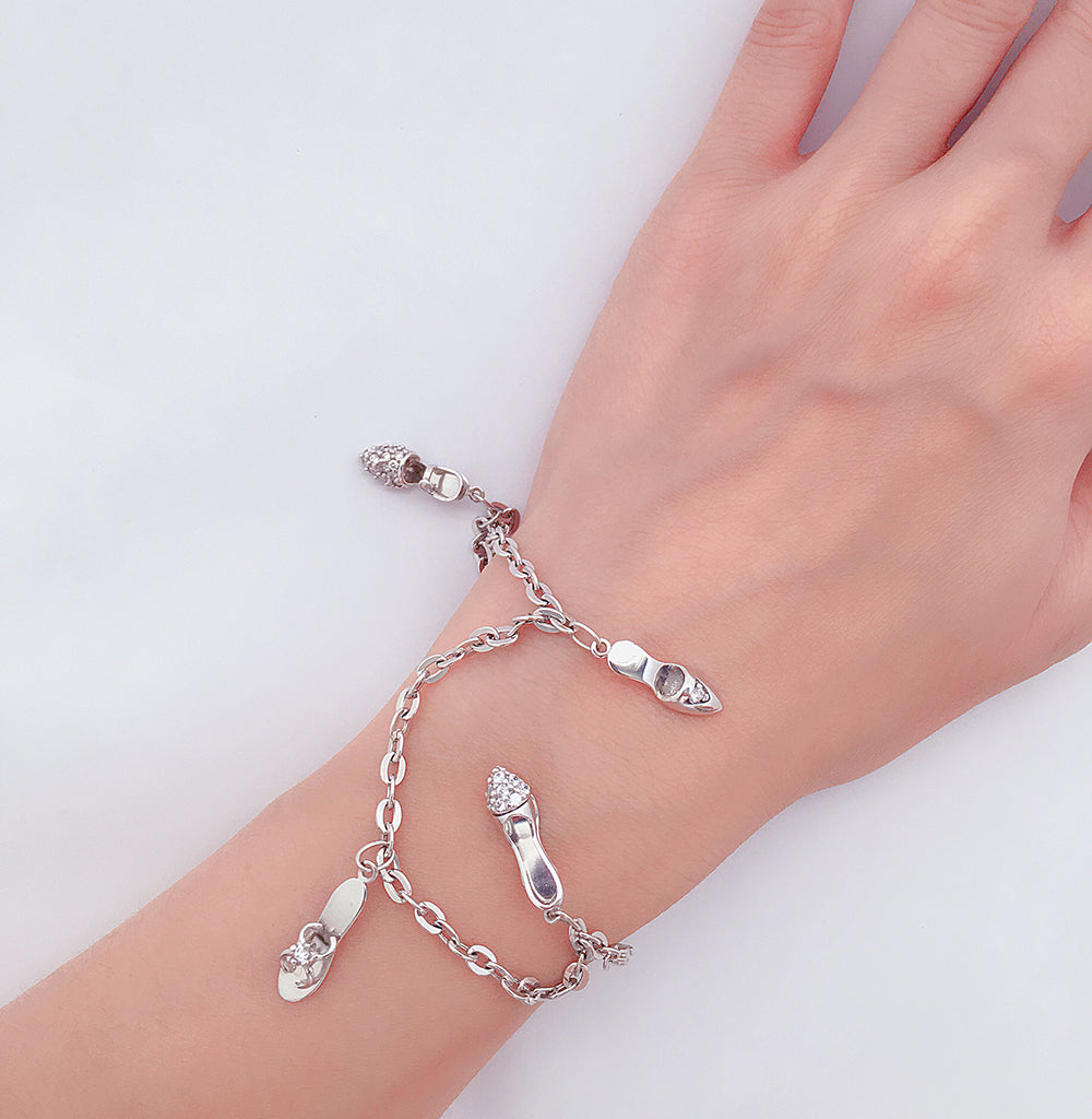 18K 750 white gold ladies woman studded heels charm bracelet