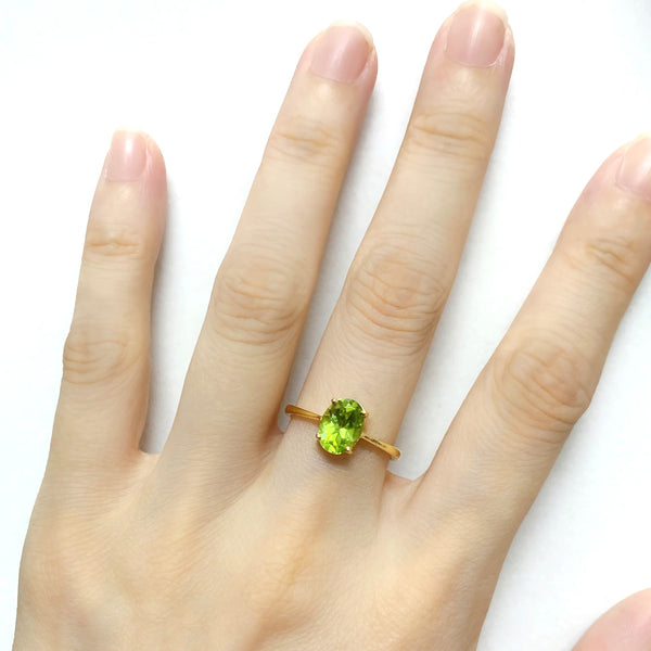 14K (585) Yellow Gold Ladies/ Women Oval Shaped Peridot Ring