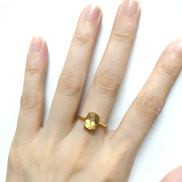 14K (585) Yellow Gold Ladies/ Women Oval Shaped Yellow Topaz Ring
