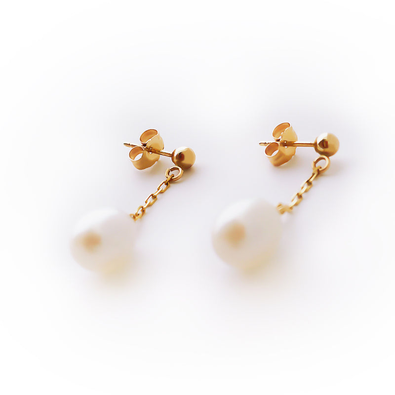 14K (585) Yellow Gold Ladies/ Women Cultured Pearl Dangling Earrings
