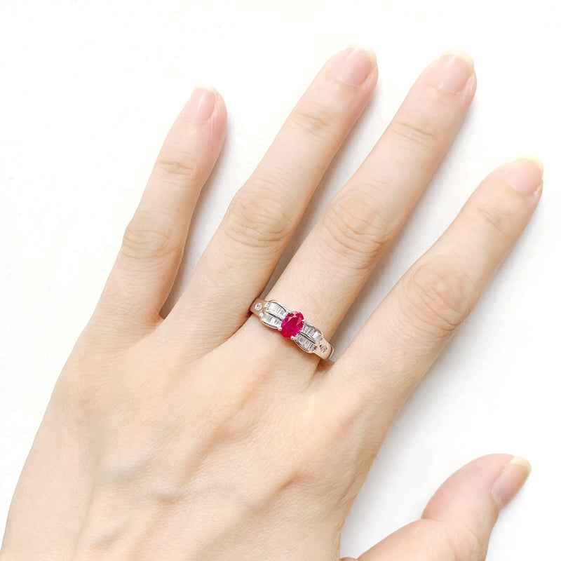 18K/ 750 White Gold Ruby Tapered Diamond Ring