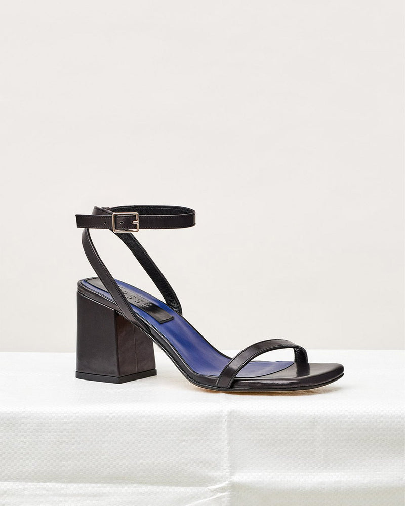 ESSĒN Shoes Black Elevated Essential