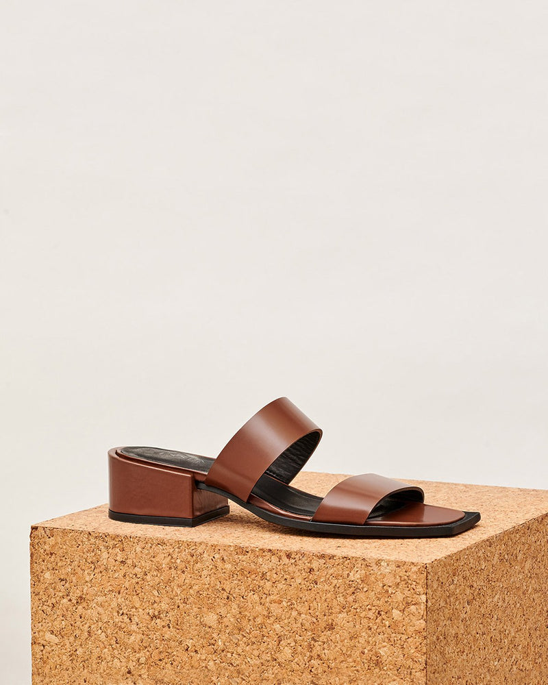 ESSĒN Shoes Cognac Summer Slide