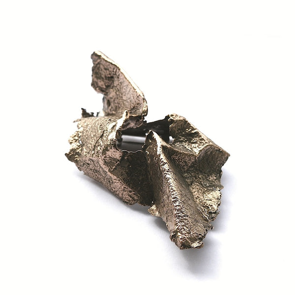 The shield paper brooch - Bronze
