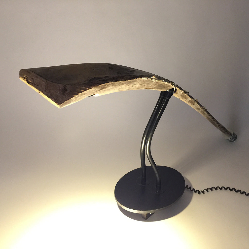 alien table lamp dim light