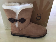 Load image into Gallery viewer, Women Bailey Mariko Ugg 1009262 Chestnut