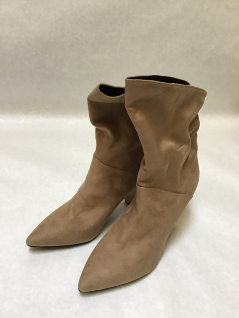 Indigord Size 8.5 tan shoebooties