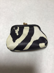 Size Small black/white coin purse