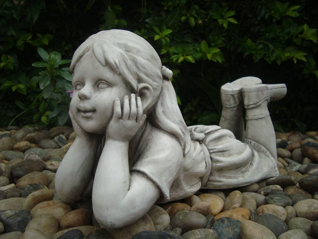 Statue Girl Thinking Sculpture Figurine Ornament Feature Garden Decor