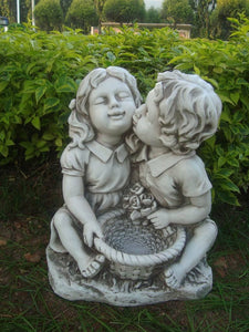 Statue Girl Boy Kiss Sculpture Figurine Ornament Feature Garden Decor