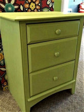 Lade das Bild in den Galerie-Viewer, Dixie Belle Chalk Mineral Paint Limeade