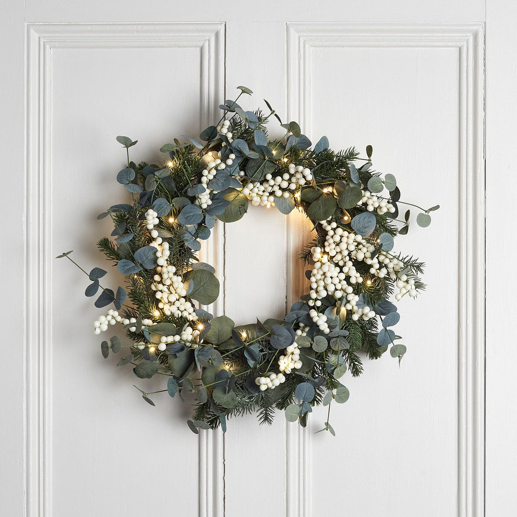 50cm Eucalyptus Wreath With White Berries Lights4fun Co Uk