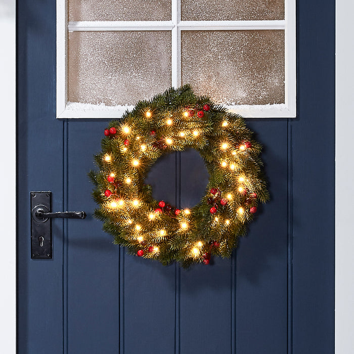 Prelit Christmas Wreath.Pre Lit Outdoor Berry Christmas Wreath