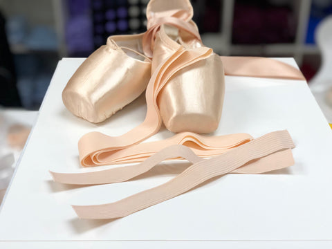 Pre-cut elastic ribbons for pointe shoes - set