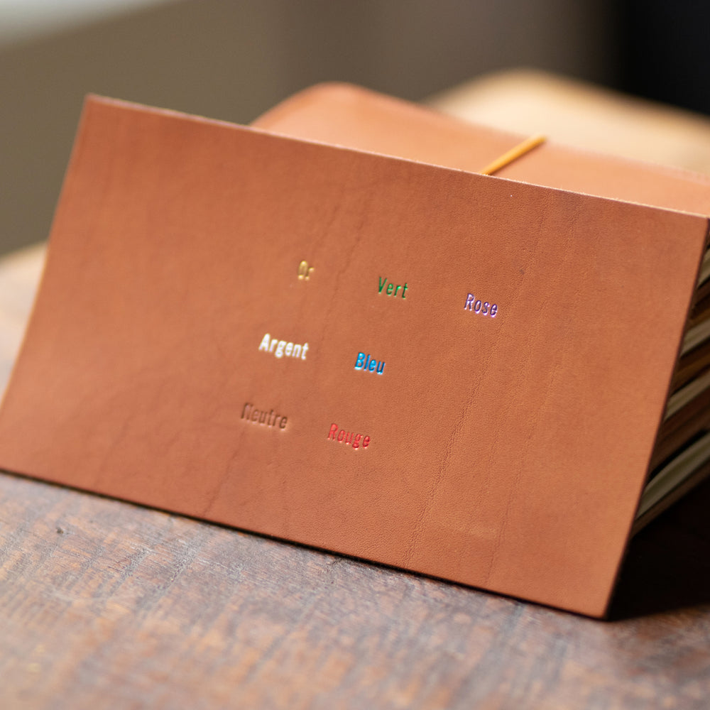 <transcy>Organizer in varnished rosewood leather</transcy>