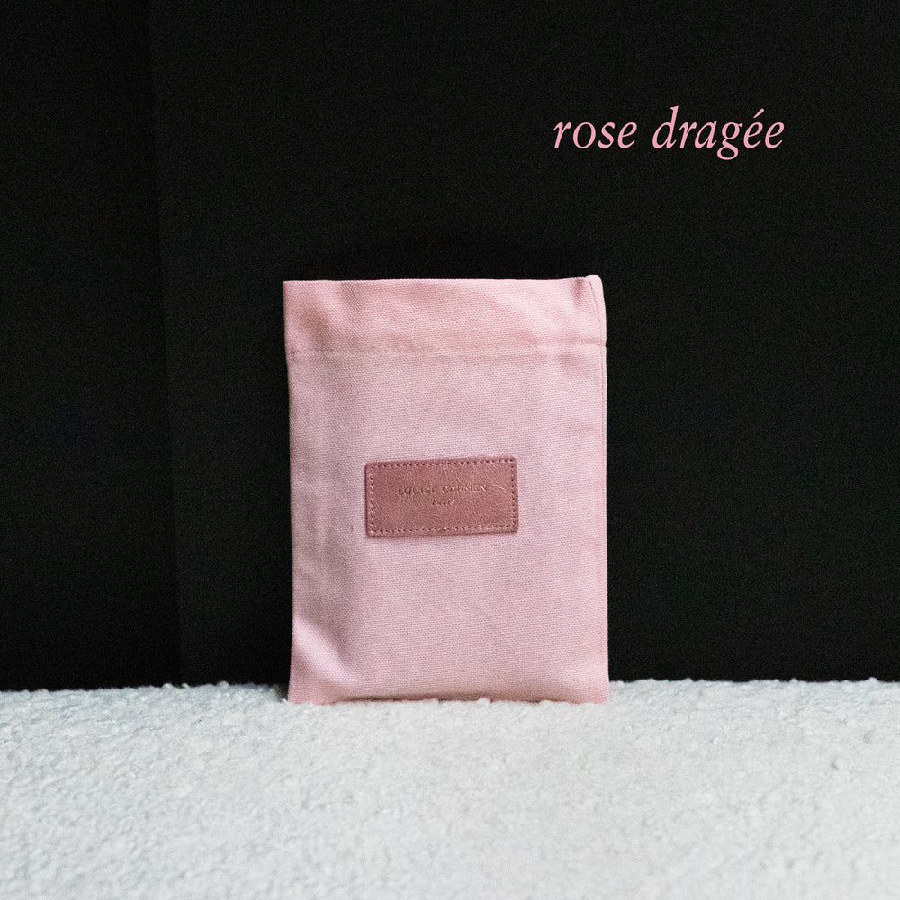 <transcy>Pastel pink metallic leather pocket</transcy>