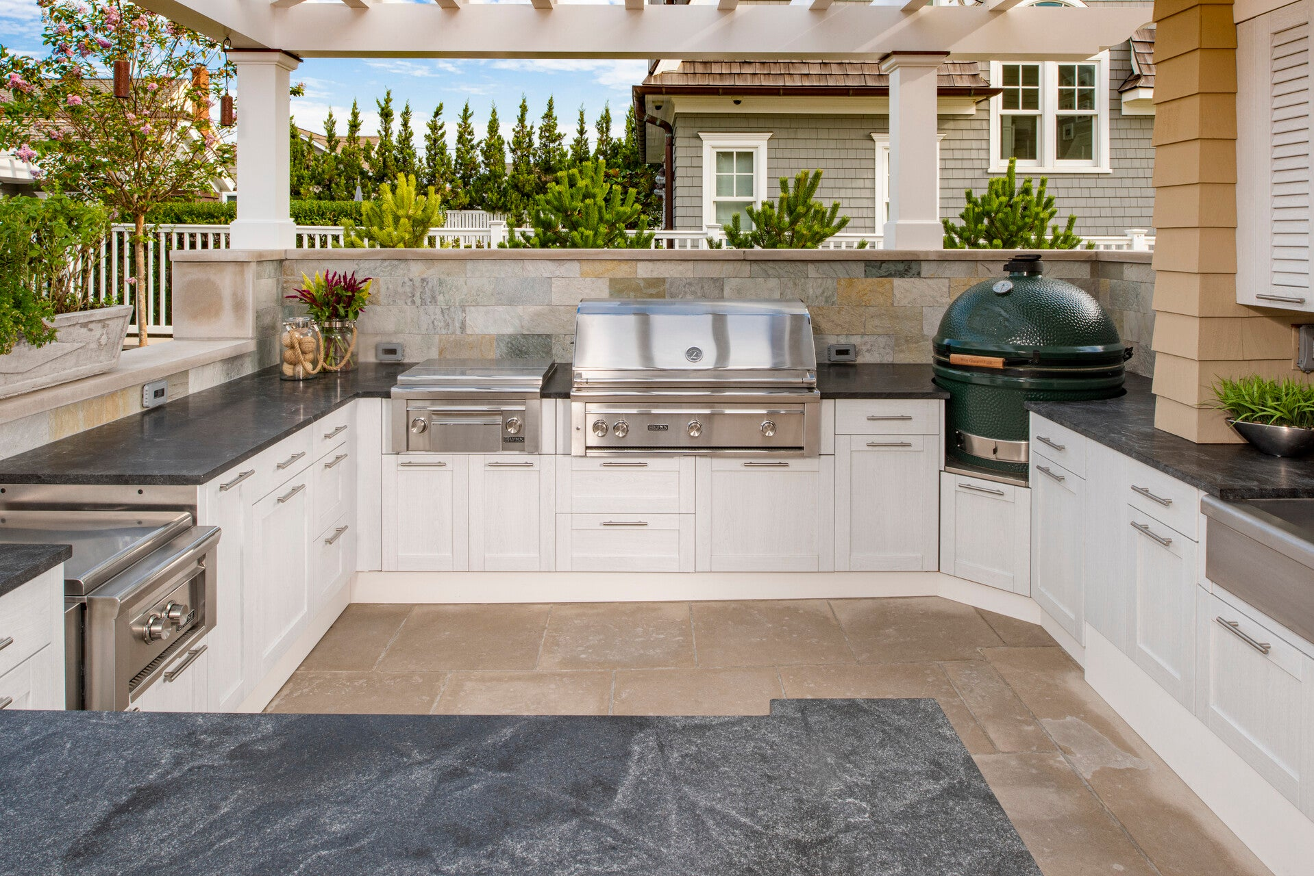 Outdoor kitchen 4 with side burner and big green egg