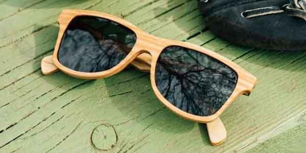 IMAGE IN WOODEN SUN GLASSES
