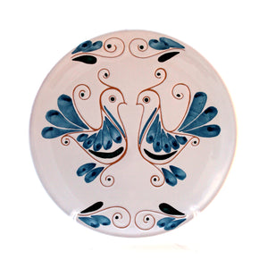 Piatto in ceramica con decorazione colorata