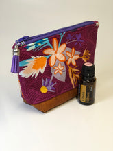 Load image into Gallery viewer, Small Essential Oil/Make Up Case