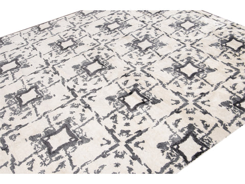 21st Century Modern Wool and Silk Rug 8' x 10'