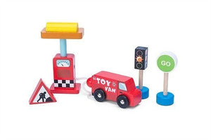Le Toy Van Car + Petrol Pump Set