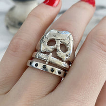 Load image into Gallery viewer, A Royal Jawless Skull Ring