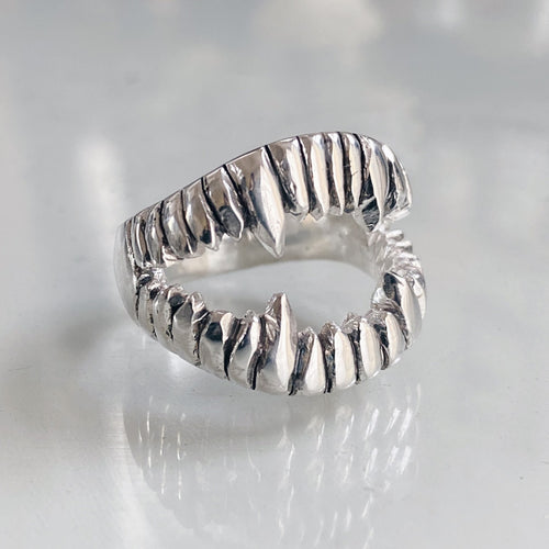Lady Evil Fang Ring