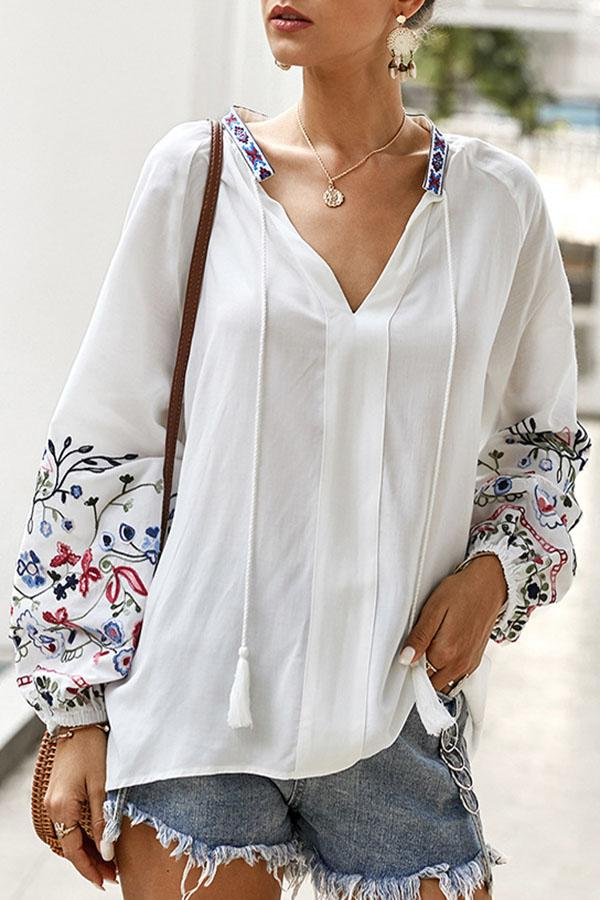 V Neck Balloon Sleeves Embroidery Tassel T-shirts