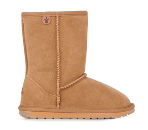 EMU Australia's classic styled Wallaby Low is a stylish and comfortable children's mid calf ugg boot for every day wear. Made with premium suede and lined with soft Merino wool, these boots keep feet warm and cosy.