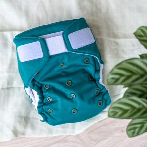 This versatile All In Two Modern Cloth Nappy is a must-have! Ultra-absorbency, super easy velcro closure. One-Size-Fits-Your-Bub from 4kg-20kg, this MCN is great value for money. Bamboo/organic cotton layers you can fold where you need the most absorbency.