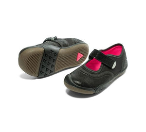 An everyday, sturdy mary-jane style shoe for children and toddlers. In plain black, these make perfect school shoes. Plae Shoes are standard US sizing